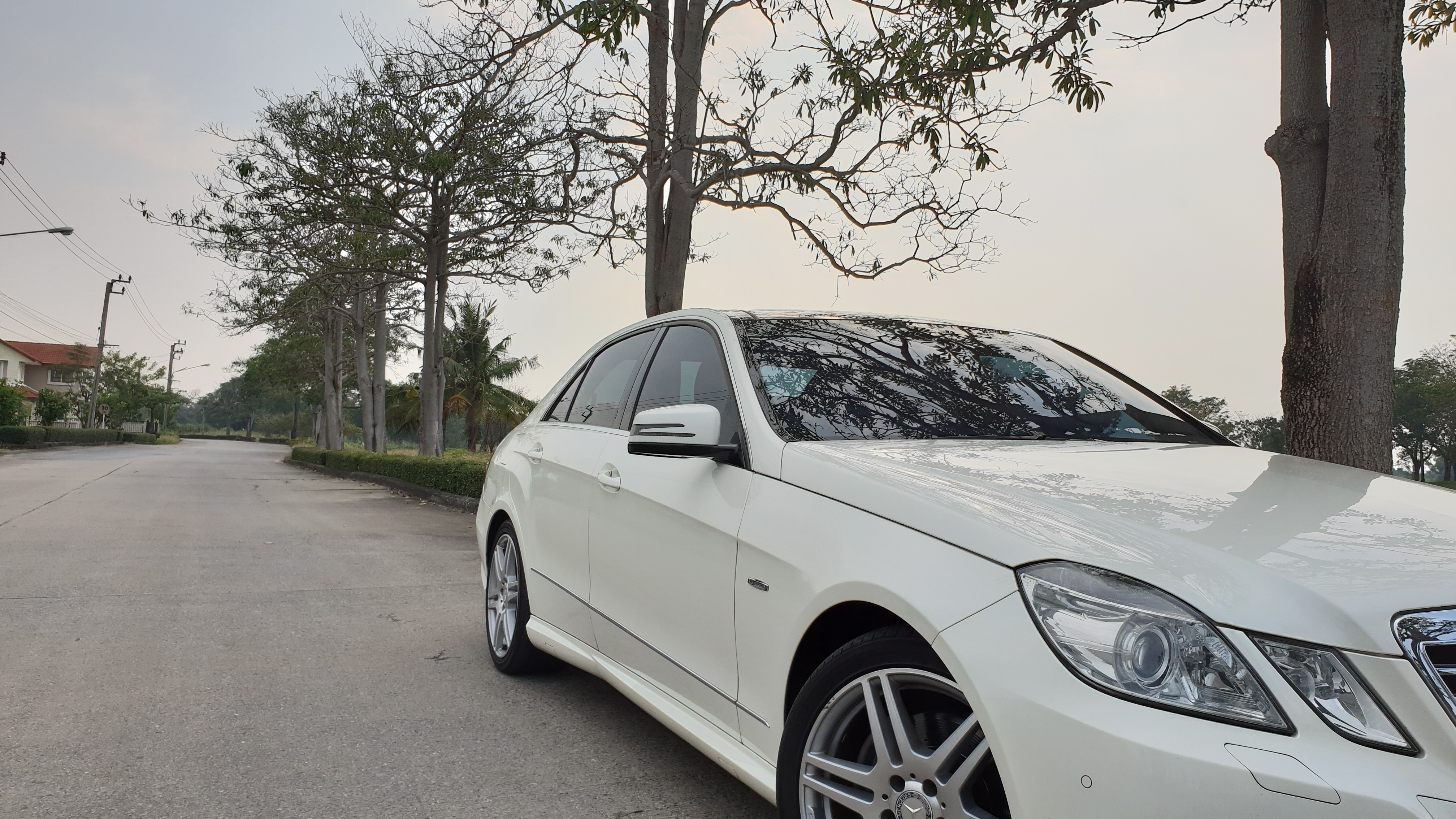 Benz E Class with Kontrast